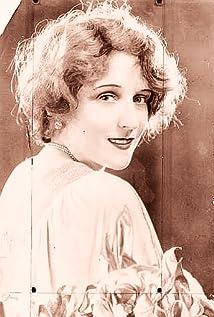 Jacqueline Gadsdon Picture