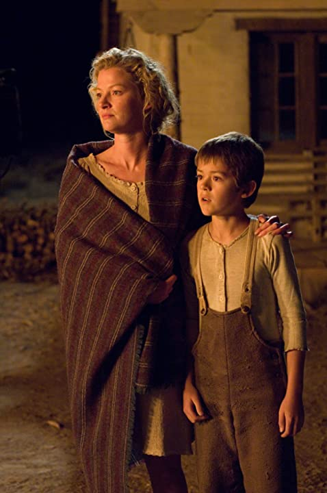 Gretchen Mol and Benjamin Petry in 3:10 to Yuma (2007)