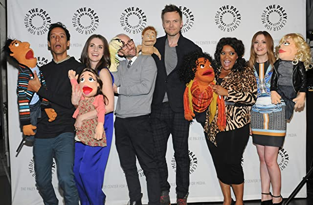 Joel McHale, Jim Rash, Yvette Nicole Brown, Alison Brie, Gillian Jacobs, and Danny Pudi at an event for Community (2009)
