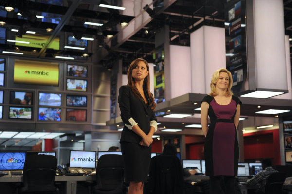 Elizabeth Banks and Vanessa Lachey in 30 Rock (2006)