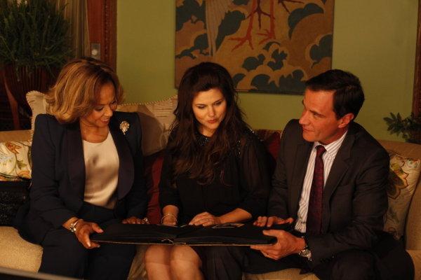 Tiffani Thiessen, Diahann Carroll, and Tim DeKay in White Collar (2009)