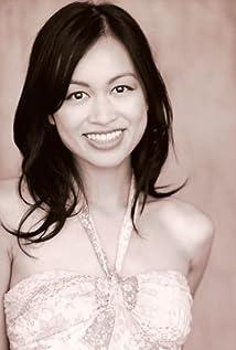 Elizabeth Thai Picture