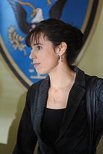 Aktori Holly Adams