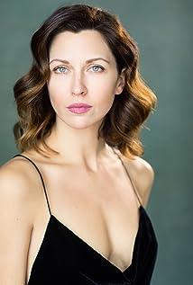Aktori Margo Stilley