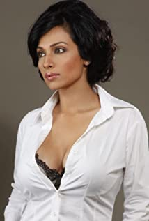 Fllora Saini Picture