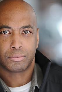 Aktori Brian Distance