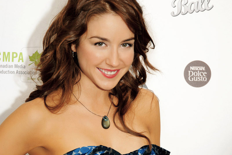 erin karpluk net worth