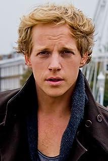 Aktori Chris Geere