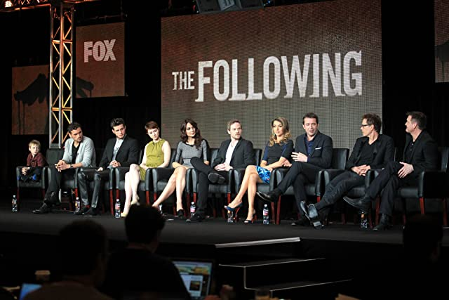 Kevin Bacon, Shawn Ashmore, Annie Parisse, James Purefoy, Natalie Zea, Valorie Curry, Nico Tortorella, and Kyle Catlett at The Following (2013)