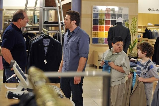 Ed O'Neill, Nolan Gould, Rico Rodriguez, and Mo Mandel in Modern Family (2009)