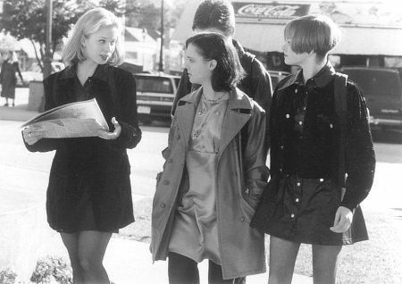 Christina Ricci, Paula Jones, and Hillary Tolle in That Darn Cat (1997)