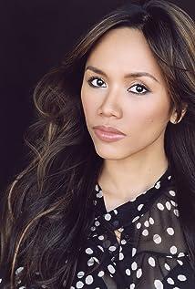 Aktori Aina Dumlao