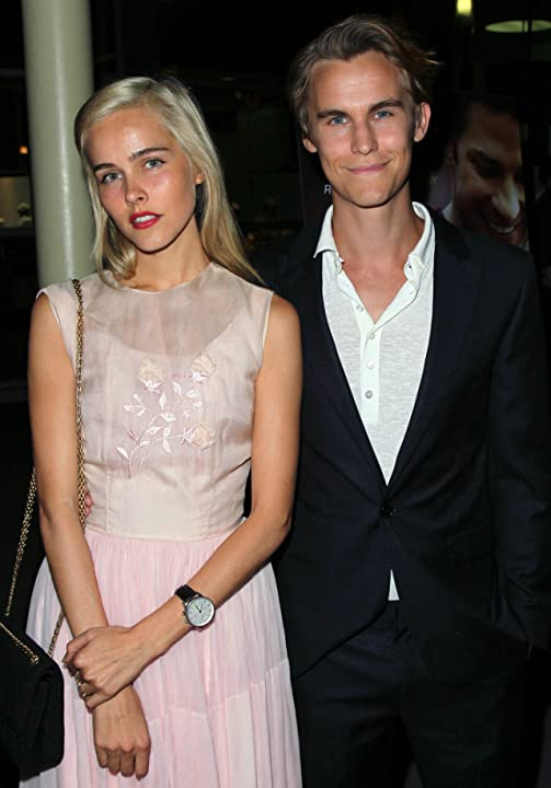 Isabel Lucas and Rhys Wakefield at Nobody Walks (2012)
