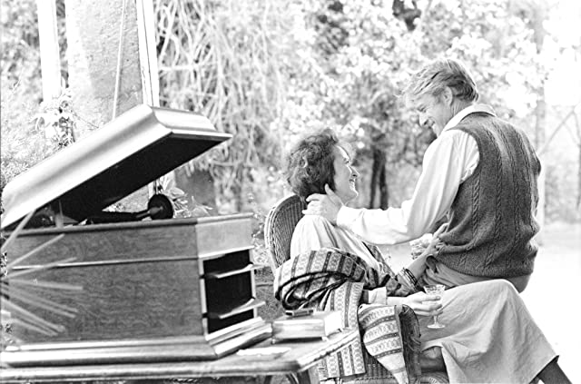 Robert Redford and Meryl Streep in Out of Africa (1985)