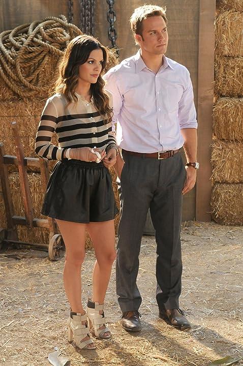 Rachel Bilson and Scott Porter in Hart of Dixie (2011)
