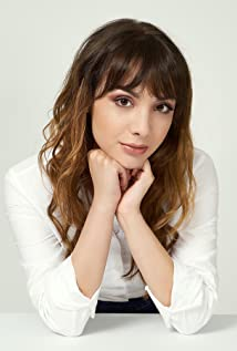 Hannah Marks Picture