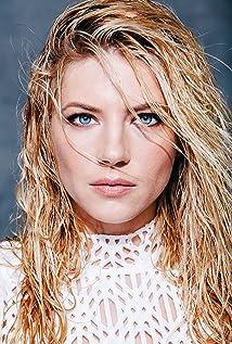 Sale a la luz el pasado en la industria de cine adulto de la actriz de Vikingos, Katheryn Winnick.