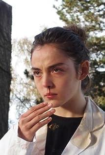 Aktori Garance Marillier