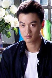 Aktori Yiwei Zhou