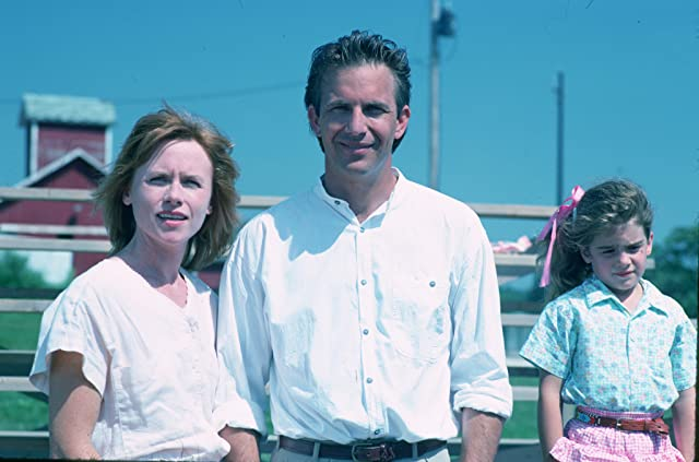 Kevin Costner, Gaby Hoffmann, and Amy Madigan in Field of Dreams (1989)
