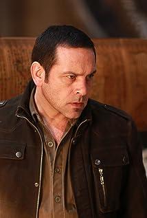 Aktori Robert Mammone