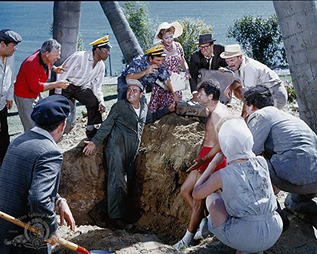 Mickey Rooney, Buddy Hackett, Jonathan Winters, Ethel Merman, Dick Shawn, Phil Silvers, and Terry-Thomas in It's a Mad, Mad, Mad, Mad World (1963)