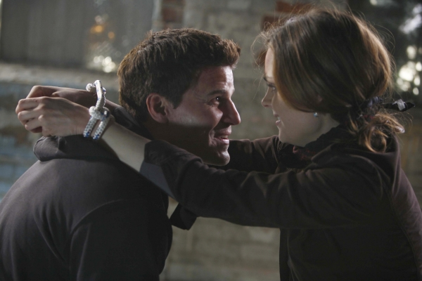 Bones: Two Bodies in the Lab | Season 1 | Episode 15