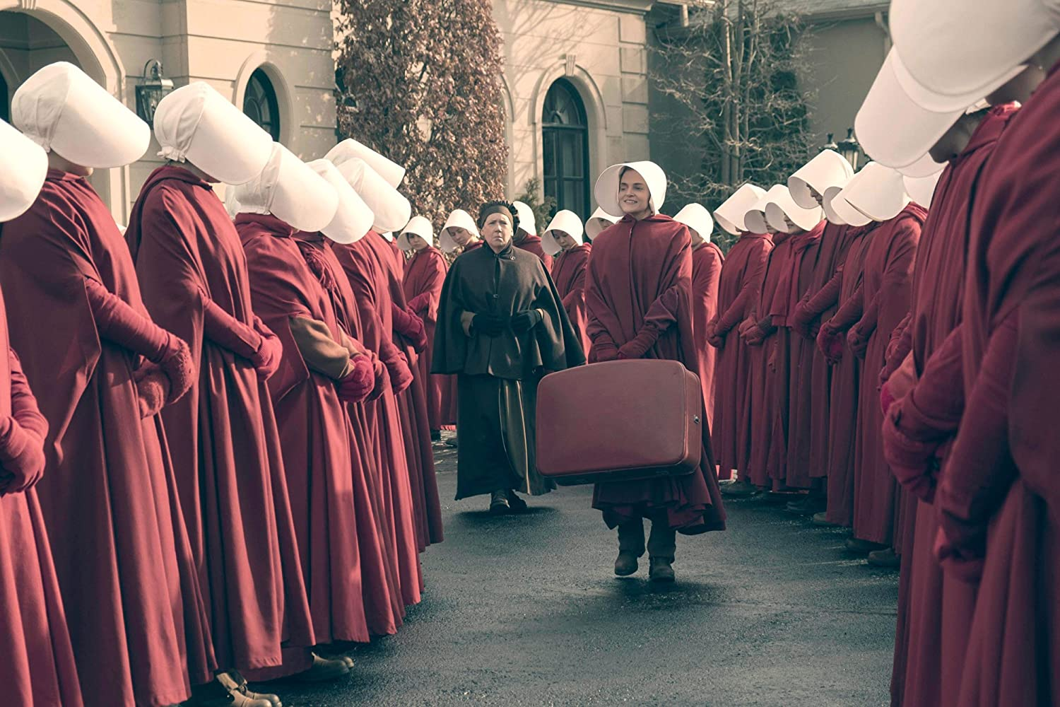 The Handmaid's Tale S01E06 –A Woman's Place