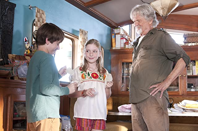 Kris Kristofferson, Nathan Gamble, and Cozi Zuehlsdorff in Dolphin Tale (2011)