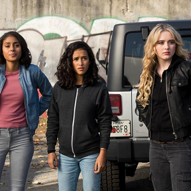 Kathryn Newton, Clark Backo, and Yadira Guevara-Prip in Wayward Sisters (2018)