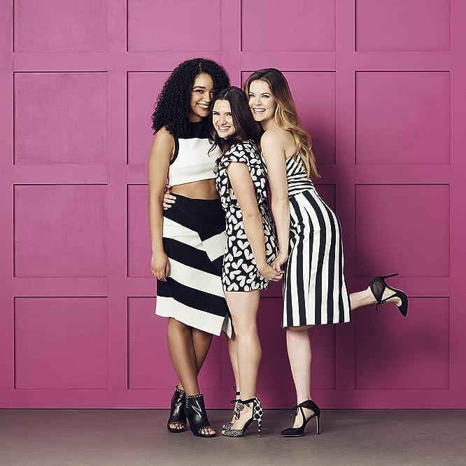 Aisha Dee, Meghann Fahy y Katie Stevens en The Bold Type (2017)