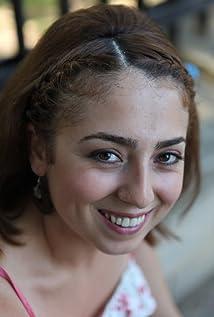 Aktori Zeynep Anil Tatdiran