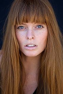 Aktori Chloe Hurst