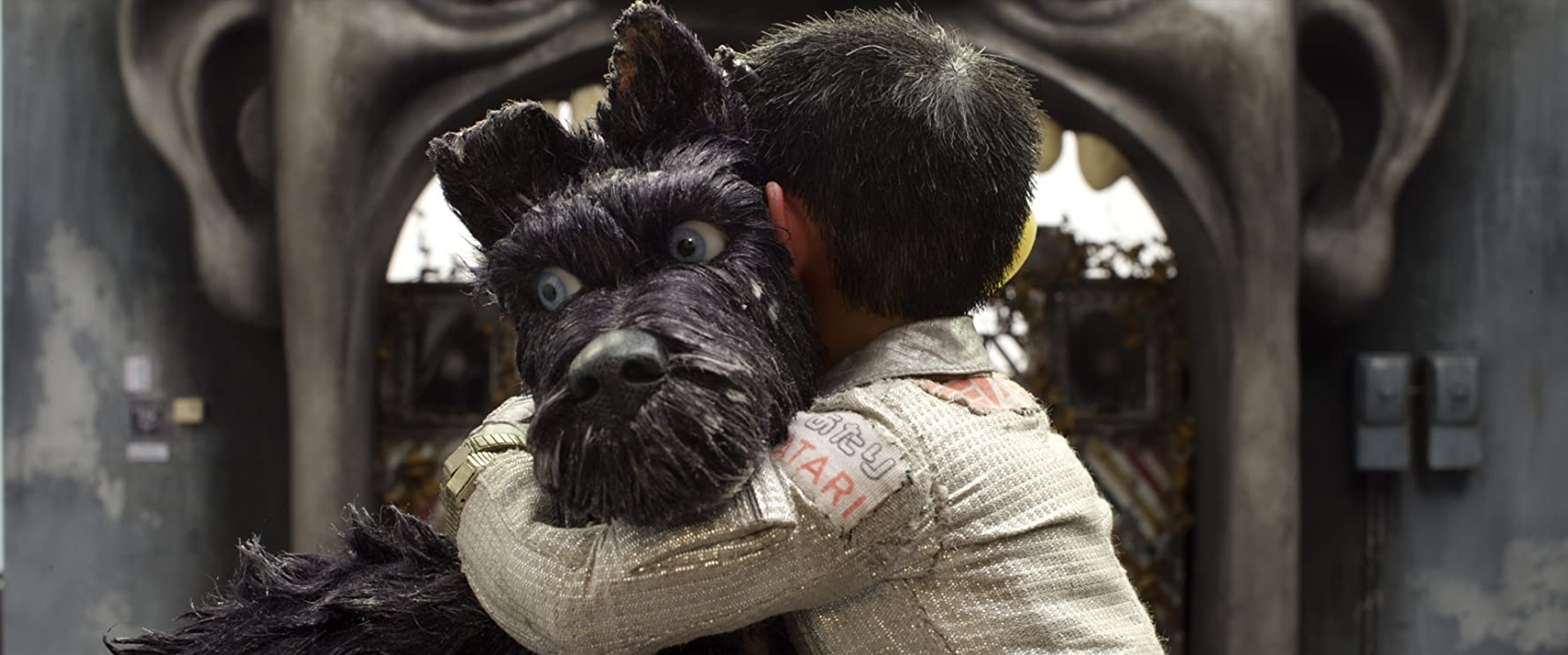 Bryan Cranston and Koyu Rankin in Isle of Dogs (2018)