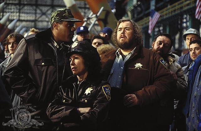 John Candy, Bill Nunn, and Rhea Perlman in Canadian Bacon (1995)