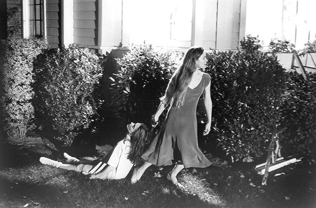 Alice Krige and Mädchen Amick in Sleepwalkers (1992)