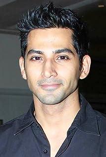 Aktori Vivan Bhatena
