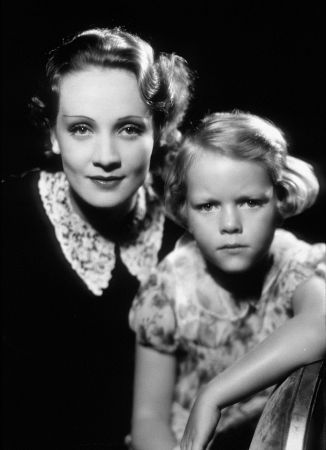 Marlene Dietrich with five year old daughter Maria Seiber, 1931.