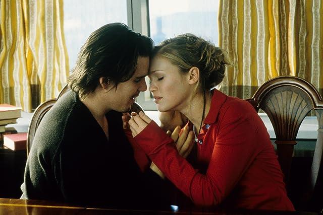 Ethan Hawke and Julia Stiles in Hamlet (2000)