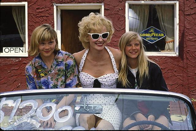 Amy Locane, Jessica Lange, and Anna Klemp in Blue Sky (1994)