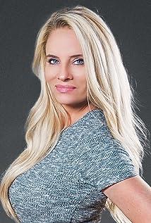 Aktori Angie Willmott