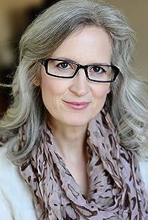 Aktori Amanda Serra