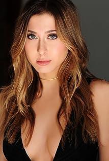 Elizabeth Small Picture