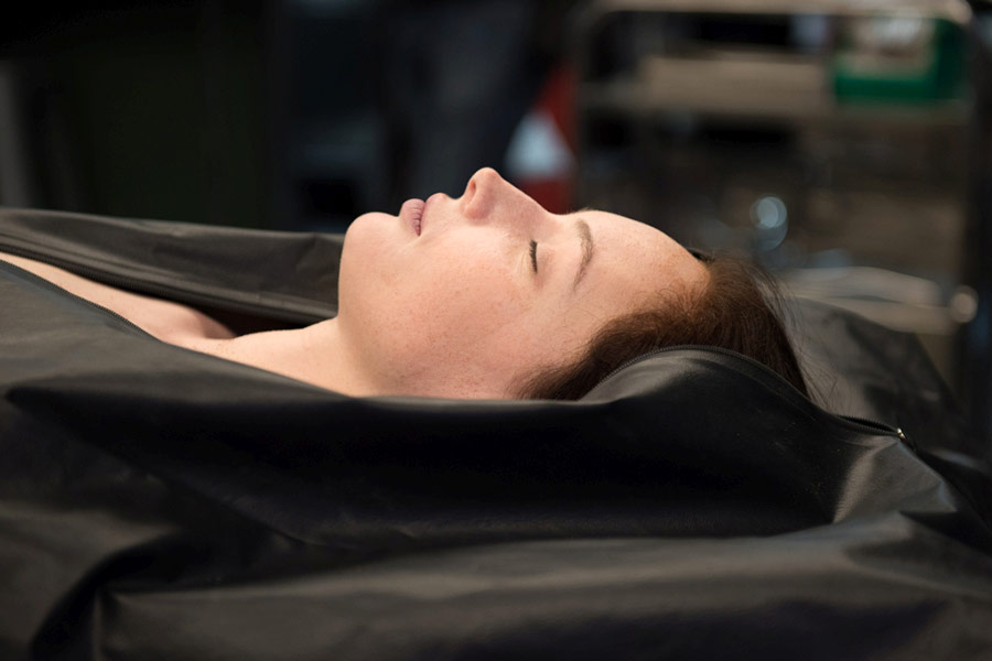 Olwen Catherine Kelly En La Pelicula la autopsia de Jane Doe