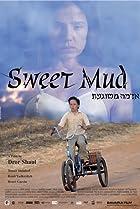 Adama Meshuga'at (2006) Poster