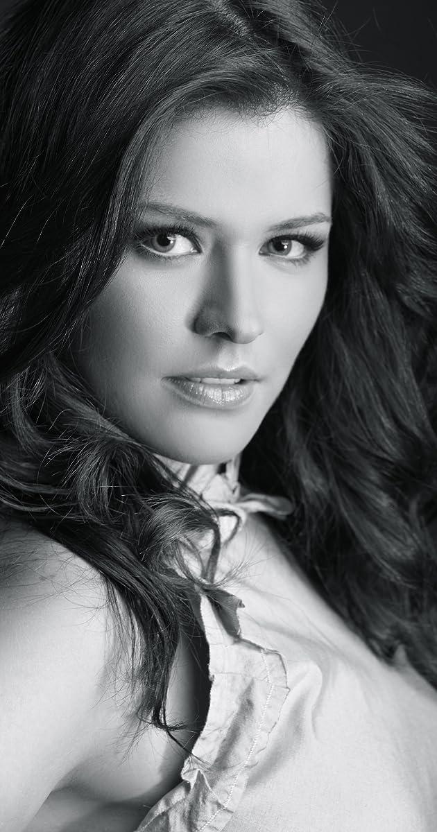 Alejandra Lazcano Nude Photos 15
