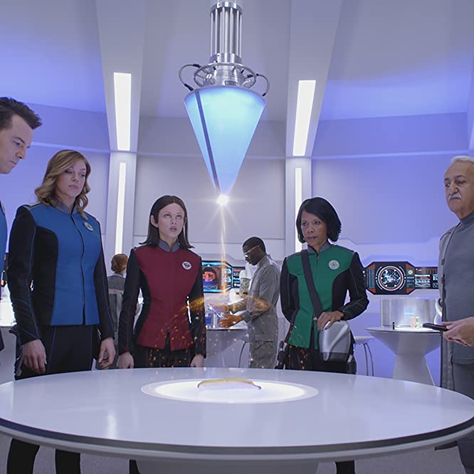 Brian George, Penny Johnson Jerald, Seth MacFarlane, Adrianne Palicki, Christine Corpuz, and Halston Sage in The Orville (2017)