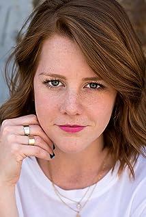 Aktori Molly McMichael