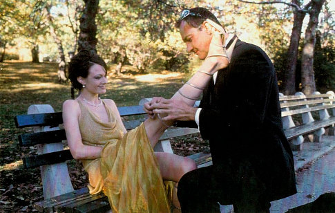 Catherine McCormack and Randy Quaid in The Debtors (1999)