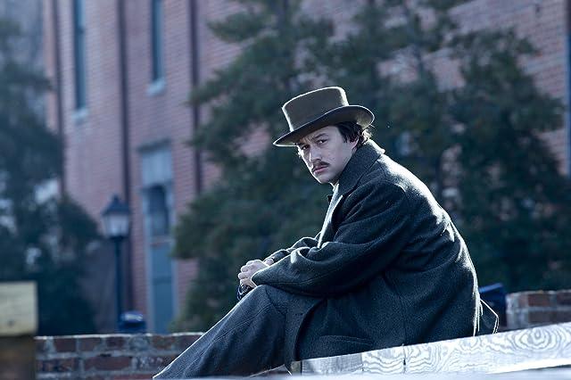 Joseph Gordon-Levitt and Robert Lincoln in Lincoln (2012)